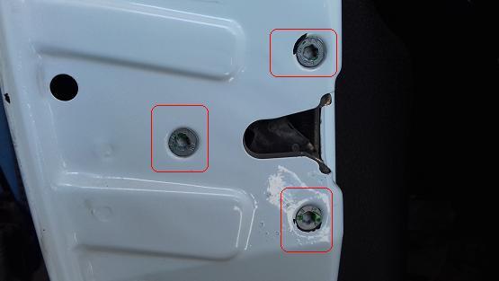 انجام رگلاژ درب خودرو برای رفع گیر قفل درب
