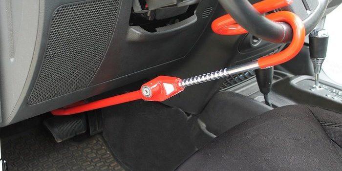 مزایای استفاده از قفل پدال و قفل فرمان برای خودرو شما