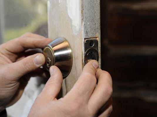 نحوه نصب مغزی و قفل درب چوبی