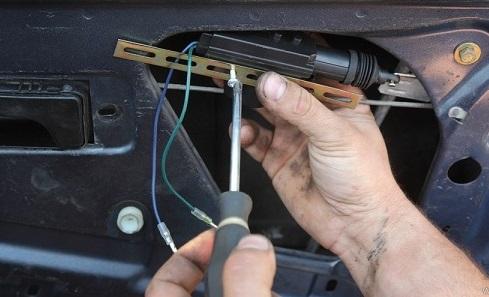 عیب یابی سیستم قفل مرکزی خودرو