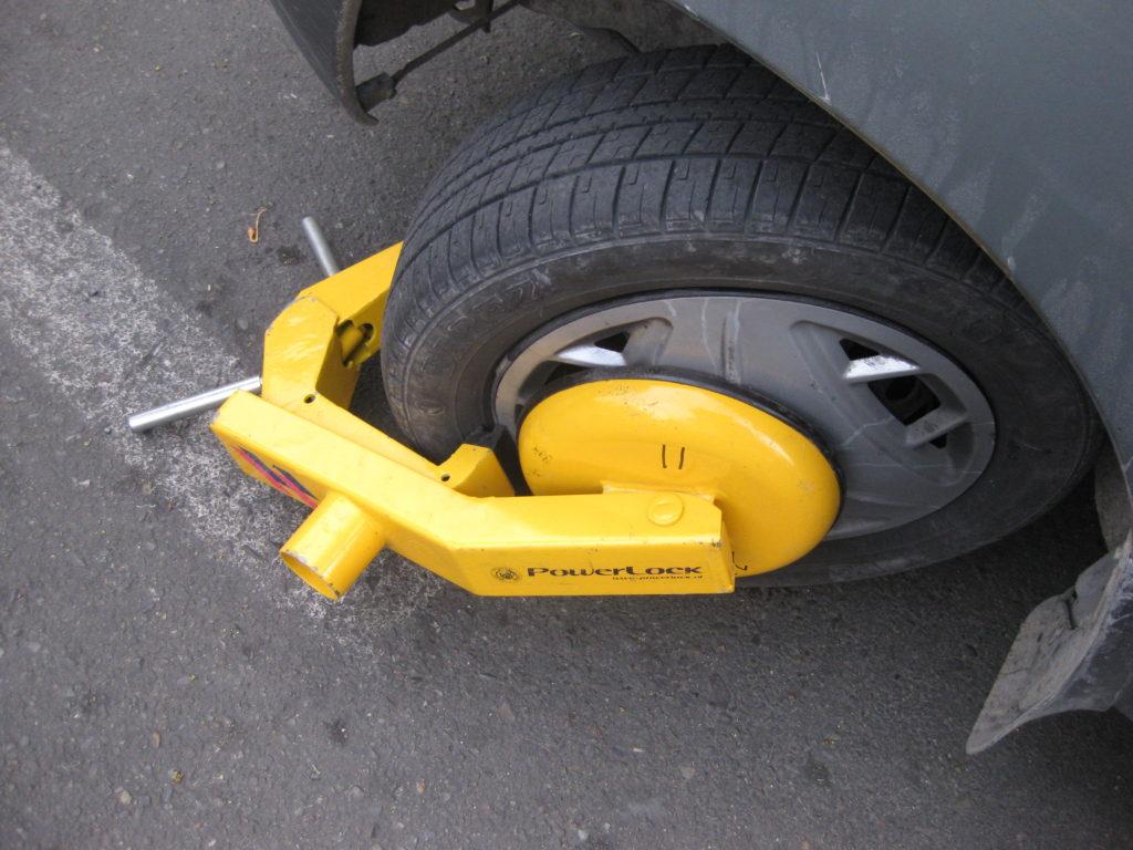 قفل چرخ خودرو