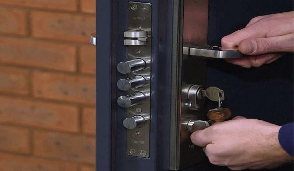 چگونه درب ضد سرقت را روغن کاری کنیم؟